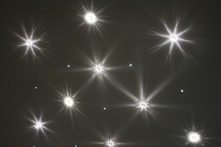 Tähtitaivasta valokuiduilla ja kristallipäätteillä by Cariitti @ HEVI kivitalo
