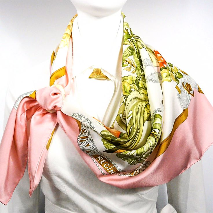 Regina, is a very popular and sought after carré inspired by the Queen of England herself. It is a beautiful scarf designed in 1972 by Leila Menchari, who is responsible for a number of scarves and mo