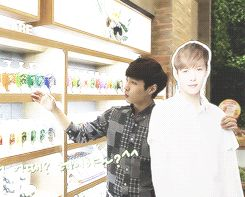 Lay hanging out with...Lay...(GIF)... Forever alone