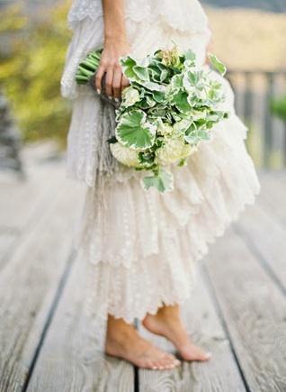 simple green country bouquet : bouquet sposa verde campagna #weddingideas #wedding #matrimonio #weddingplanning #fiorimatrimonio
