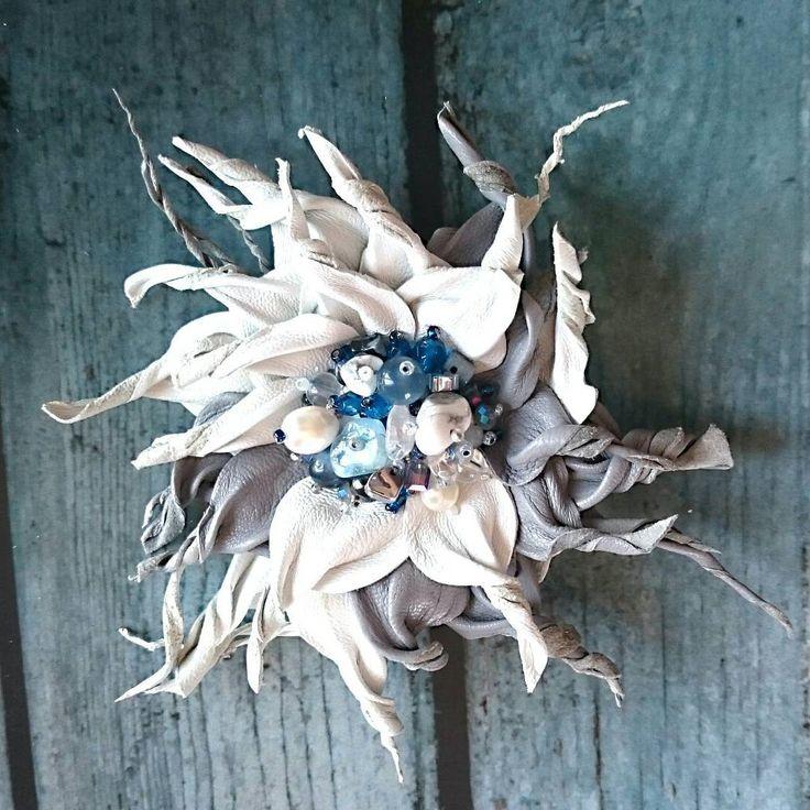120 отметок «Нравится», 10 комментариев — 😍 Душевные украшения 💝 (@irena_bon) в Instagram: «🔥Один цветок несколько вариантов как украсить свой образ. 🔥 💙1. Брошь. Нужно вставить булавочку. 😉…»