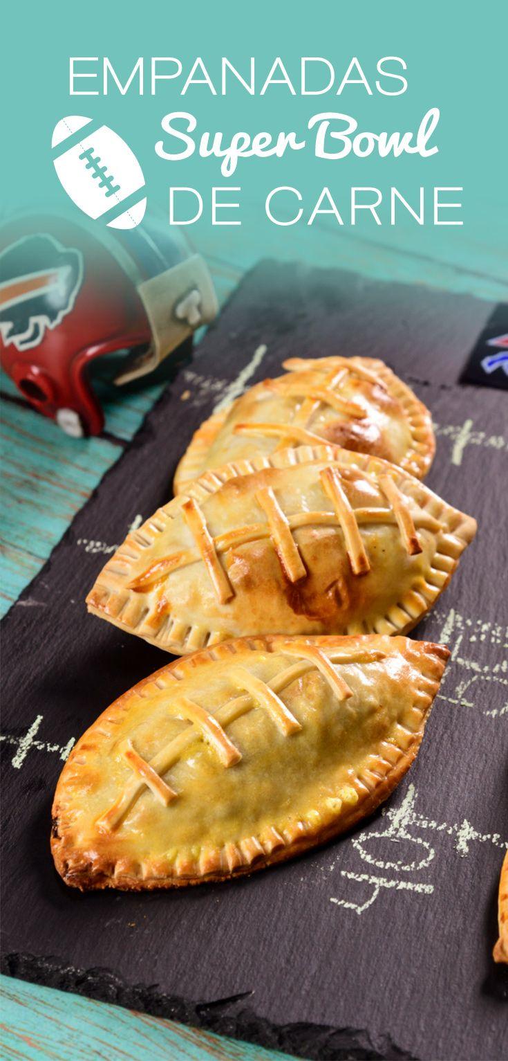 Esta temporada deportiva, prepara esta rica y original botana de empanadas rellenas de carne en forma de balón de americano. Rico relleno picosito de carne molida con tocino y un toque de orégano.