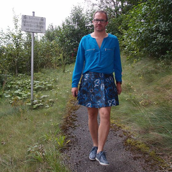 Get this look: http://lb.nu/look/6584834 More looks by Nikolaus H: http://lb.nu/nikolaus Items in this look: Asos Pleated Printed Leather Skirt, Grain De Malice Bright Blue Shirt, Geox Grey Leather Sneakers #pleated #leather #skirt #newmalefashion #flowers #black #grey #blue #unusual