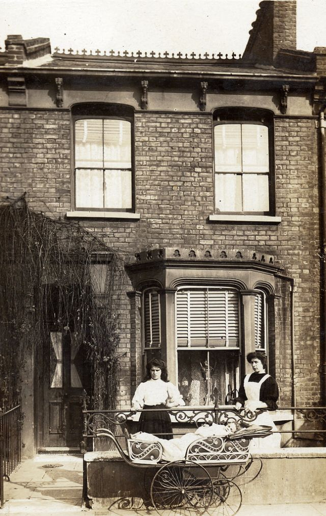 Here is an interesting collection of found photos from LovedayLemon  that shows people outside their houses from between the 1900s and 1910...