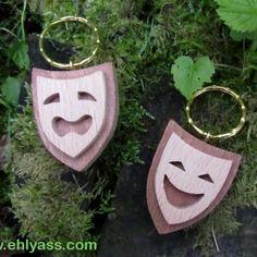 Porte-clés spectacle vivant / festival (deux bois) en chantournage