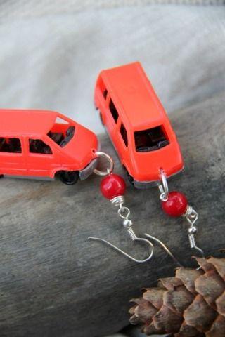 Funky Homo sapiensin Punaiset Pakettiauto- korvikset - Astubutiikkiin.fi