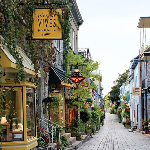 Autumn is the perfect time to explore the long history and beauty of the French Canadian towns Montreal and Quebec. Visit our site and wander the quaint cobbled streets lined with patisseries, hotels, shops, and a myriad of other delights these cities have to offer. #taleoftwocities Photo: Kate Sears
