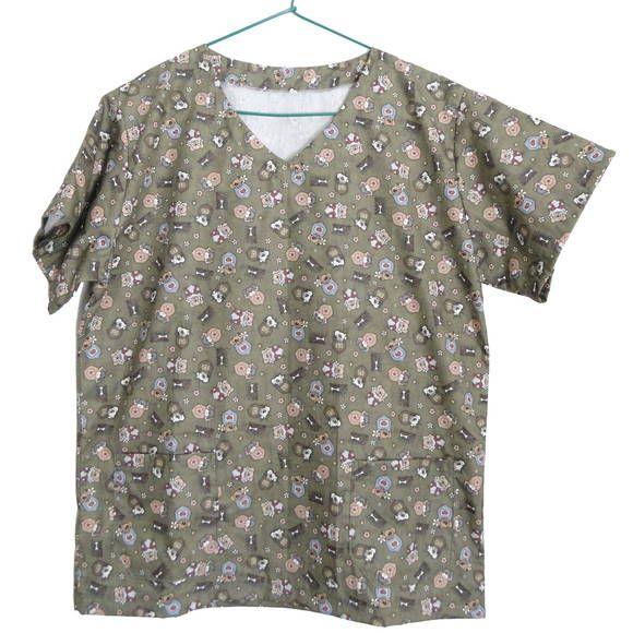 Pijama cirúrgico, blusa uniforme ou jaleco veterinário. Principalmente para uso em cirurgias veterinárias, mas pode ter diversos outros usos.