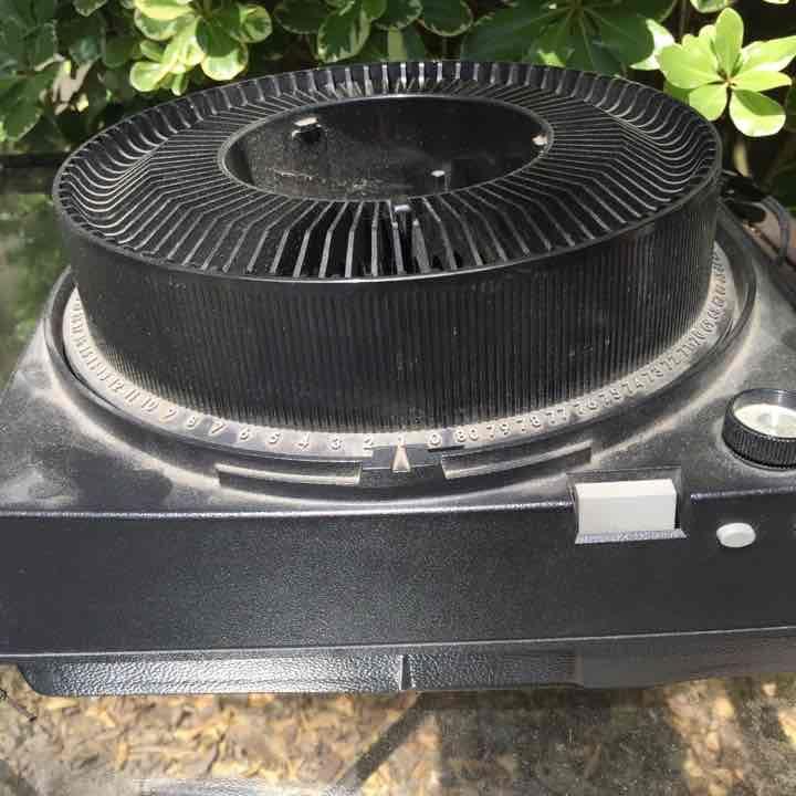 Kodak slide projector - Mercari: Anyone can buy & sell