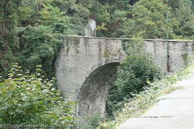 Barge - un ponte