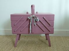 336 best images about sewing boxes on pinterest antiques for Travailleuse couture moderne