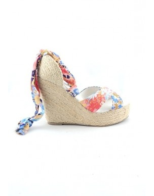Espadrillas con zeppa in tessuto floreale - Floreal fabric platform #sandshoe #shoes #fashion #summer www.andreinabarrila.com