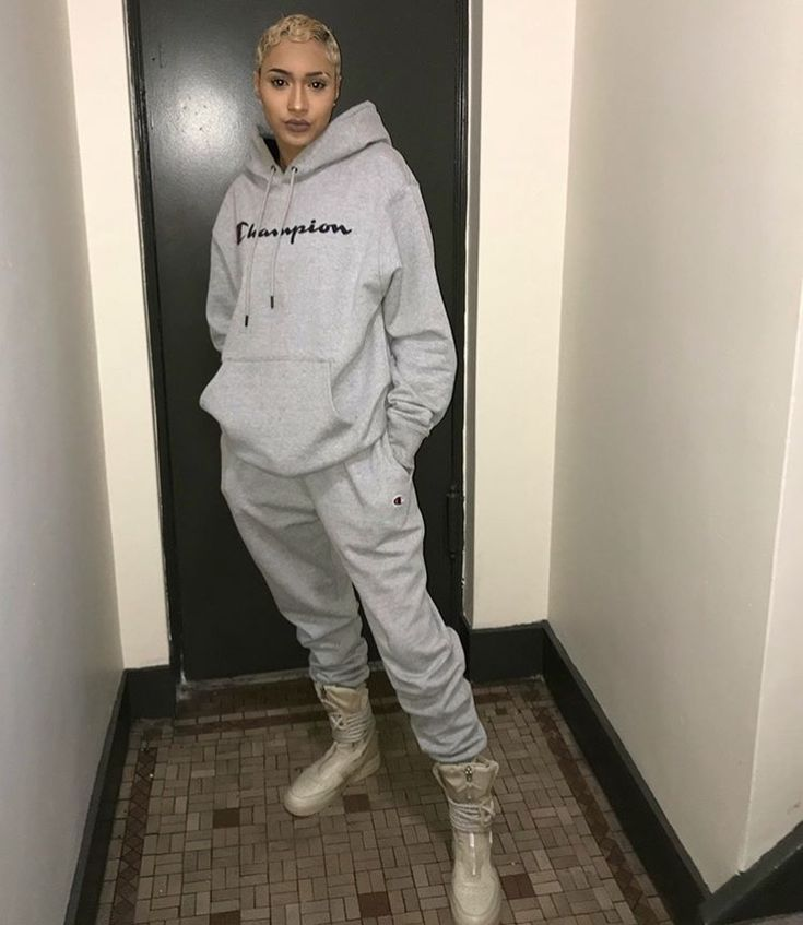 Champion from head to toe hoodie and sweats with beige army shoes