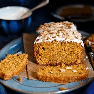 Rezeptempfehlung: ein Rüblikuchen/Karottenkuchen zum Frühlingsanfang. Ein süßer Klassiker für die ganze Familie. Jetzt entdecken bei Selection Gustavia....