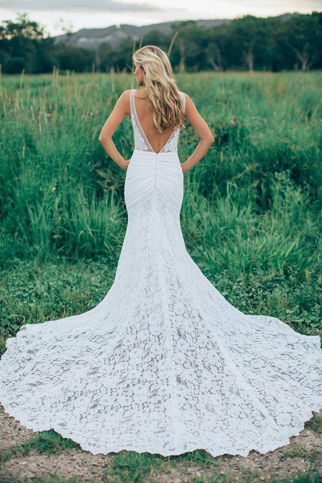 V back mermaid wedding dress. | mysweetengagement.com