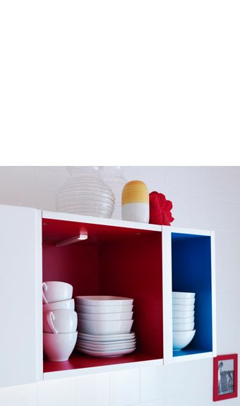 خزائن مشرقة تثبت على الجدار أو كخزائن قاعدة. ركّب واحدة أو مجموعة لتضفي مظهراً متألقًا على مطبخك حسب رغبتك