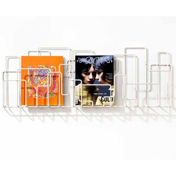 Koop nu @ SOOO.nl: dit handige design tijdschriftenrek of folderrek voor aan de wand. Van zwart staaldraad. Handig voor tijdschriften, folders of brochures. SOOO is official dealer van Minus Tio. Little Saturday magazine rack - zwart