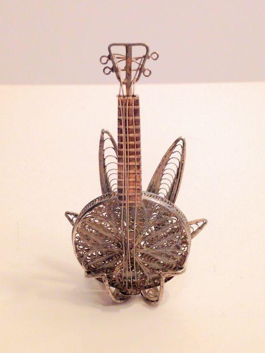 Online veilinghuis Catawiki: Zilveren filigraan banjo met standaard, 20e eeuw