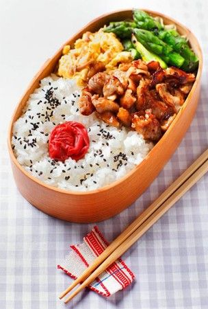 Recipe: Japanese Traditional Bento Lunch with Mustard Soy Sauce-flavored Pork, Scrambled Egg, Umeboshi Pickled Plum on Rice|日本の弁当