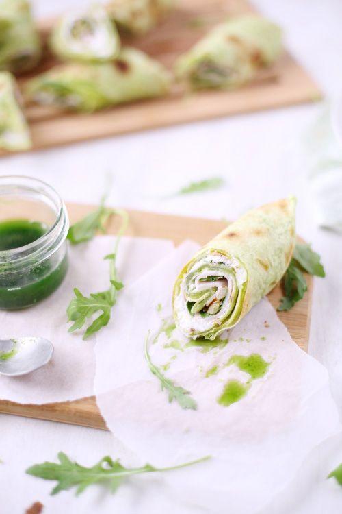 Wraps verts au chèvre frais, oignons au miel et pignon de pin