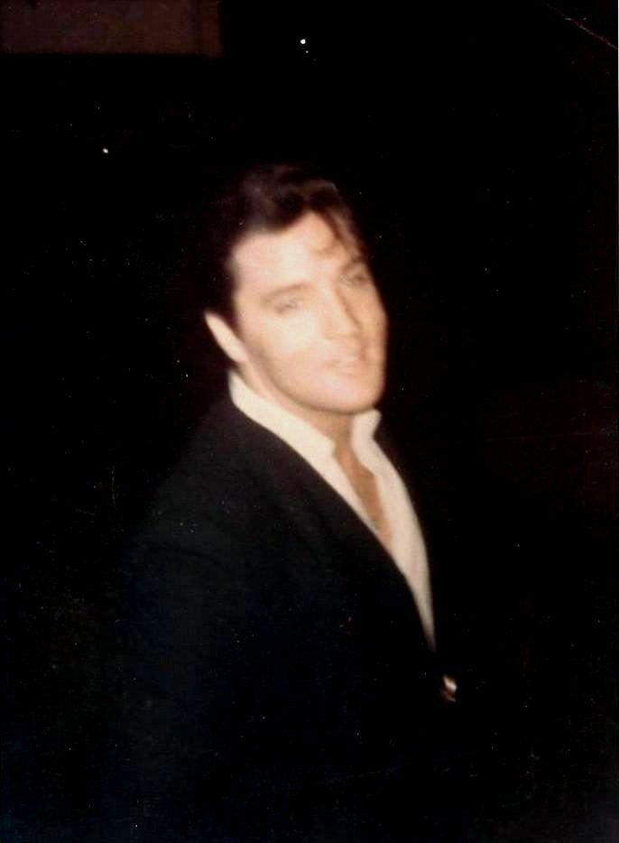 Elvis in 1964 ( rare picture )