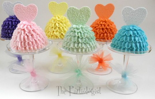 Adorable Individual Party Dress Cakes for a Valentine's Party #valentine #party