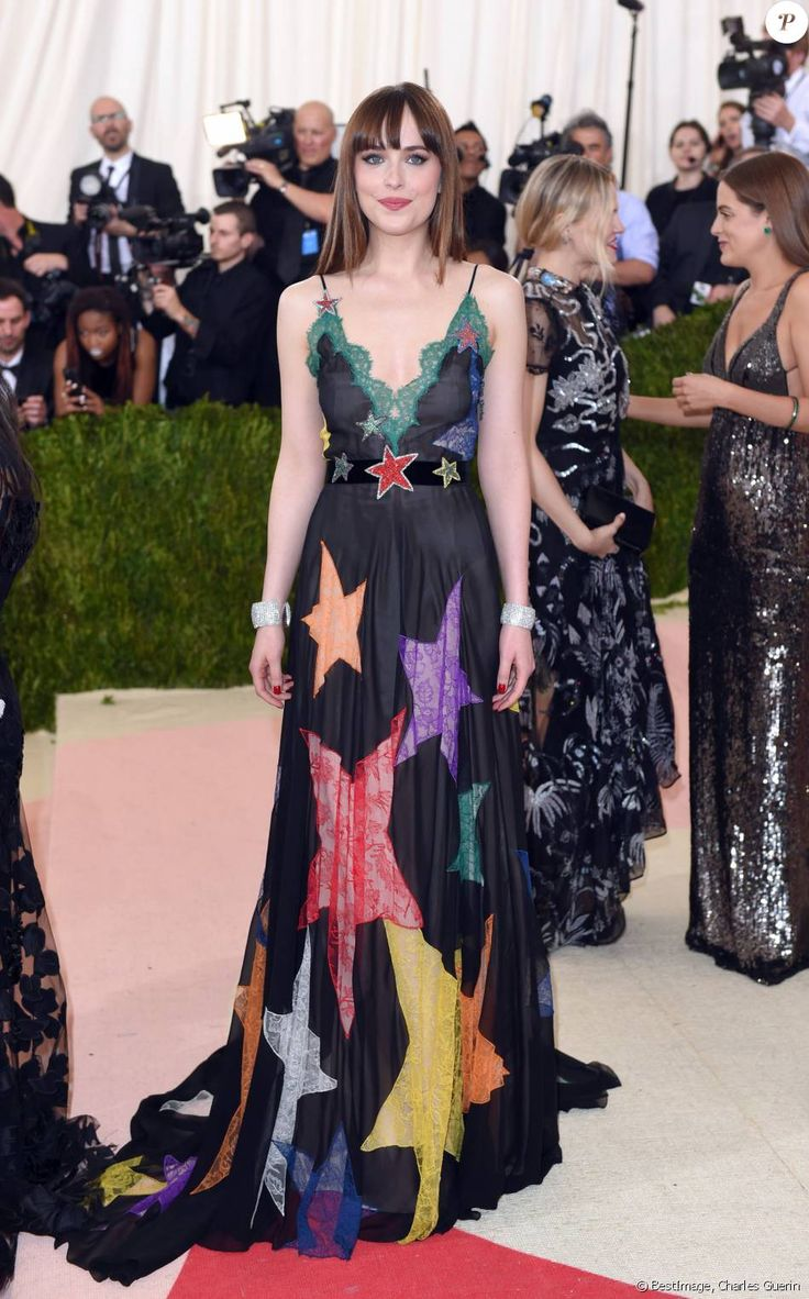 Dakota Johnson en robe Gucci au Met Gala le 2 mai 2016