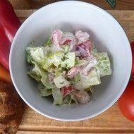 Fotografie receptu: Zeleninový salát se zakysanou smetanou a mozzarellou