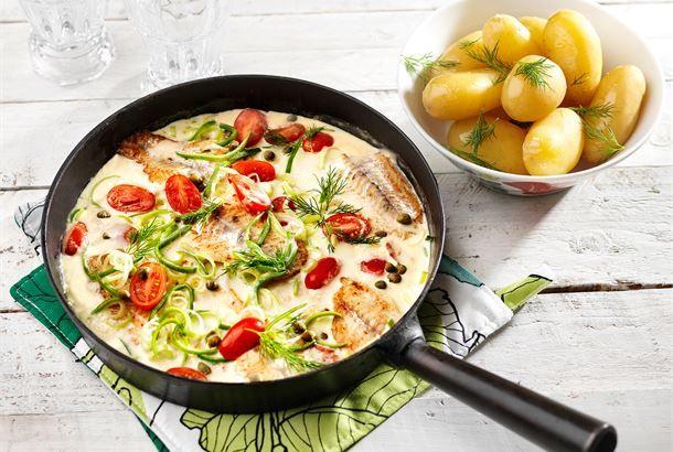 Kalapaistos pannulla Kesäinen ateria niin, mökillä kuin kesäkeittiössä valmistuu kastikkeineen päivineen helposti ja nopeasti yhdellä pannulla. http://www.valio.fi/reseptit/kalapaistos-pannulla/ #resepti #ruoka