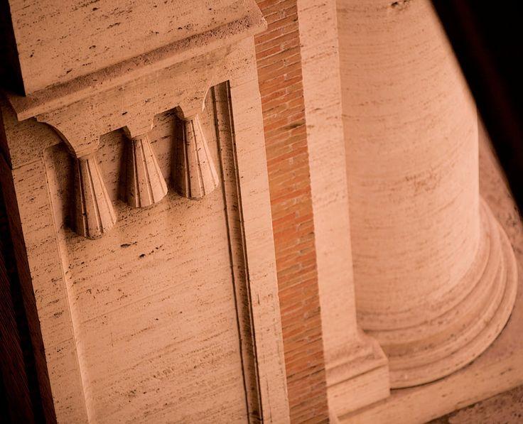 Particolare della facciata principale. Fotografie - Renato Cerisola © 2009 INAIL Tutti i diritti riservati