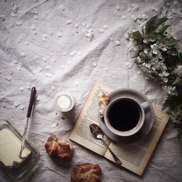 Кофе с булкой