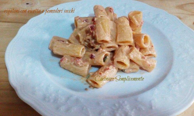 Rigatoni con ricotta e pesto di pomodori secchi