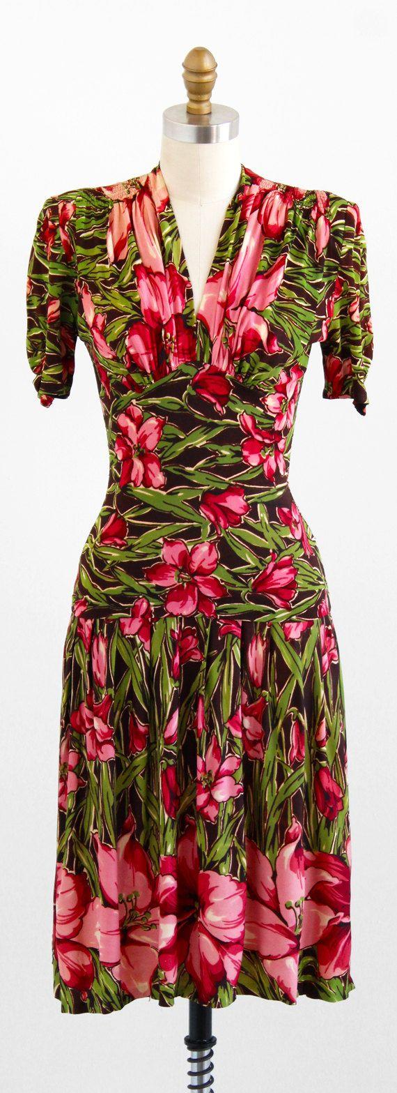 vintage 1940s dress / 40s dress / Pink and Green door RococoVintage