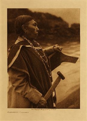 Chinook Indian man on the Columbia River near the now flooded Celilo Falls (c. 1909). The animal effigy on this canoe was a typical canoe design for Oregon tribes. The paddle handle is visible. photo: Edward S. Curtis
