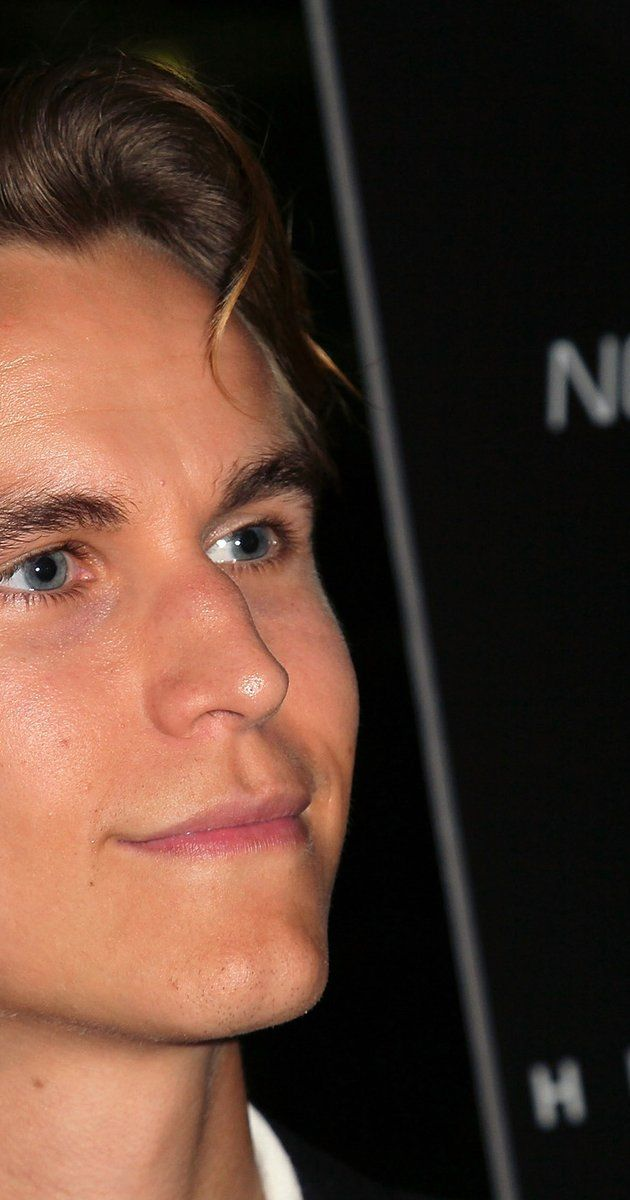 Rhys Wakefield at event of Nobody Walks (2012)