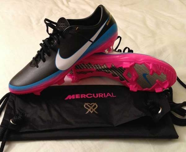 Nike Mercurial 2013 - The Year's Best Soccer Shoes....yes....soooo want!!!!!!OMG!!!!!!! NEED THESE KLETES!!!!