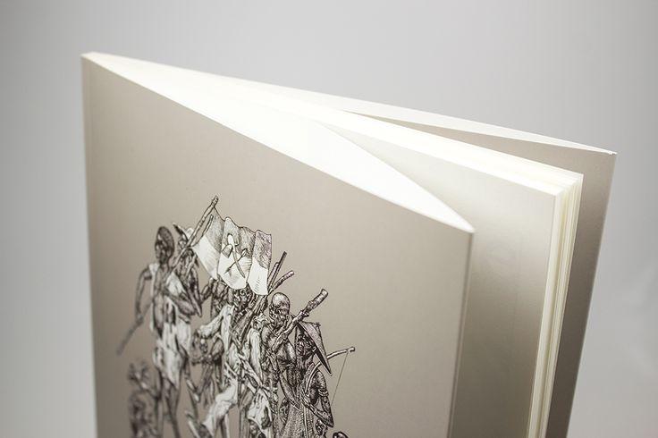 Dos Carré Collé en 20x25cm avec Rabats / Couverture quadri sur papier Couché Satiné 350gr + pelliculage recto Mat / Intérieur noir et blanc sur Olin Regular crème 120gr #rabat #flaps #cover