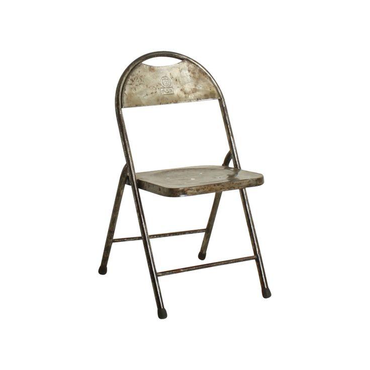 Klappstuhl im Industrial-Look / Folding chair, industrial design. Die Original Klappstühle aus Indonesien kamen an speziellen Veranstaltungen und Dorffesten zum Einsatz. Jedes Dorf und jede Region hat Klappstühle in seiner eigenen Farbe. Jeder Stuhl ist ein Einzelstück, manche tragen mehrere verschiedene Farbschichten, was ihren ein einzigartiges Aussehen gibt. AVAILABLE AT The Harrison Spirit, Morgartenstrasse 22, 8004 Zürich