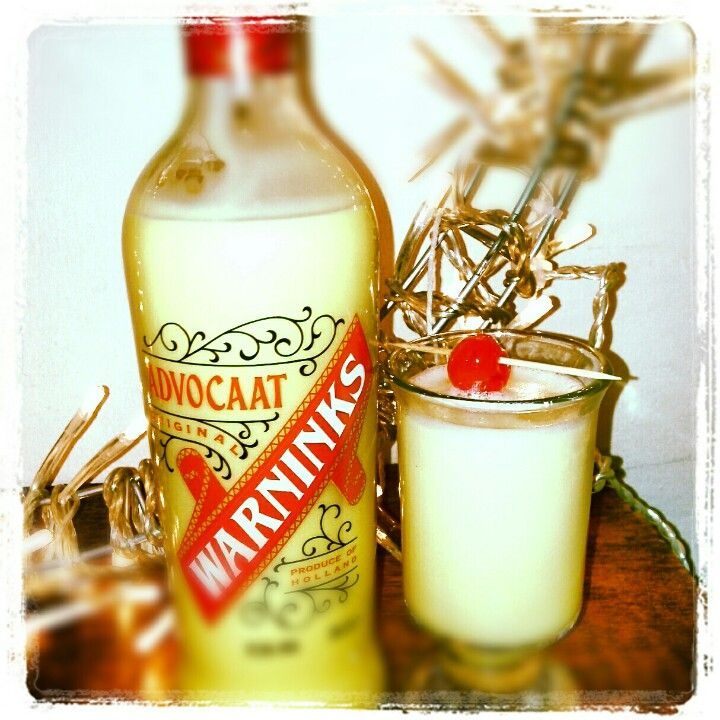 Another retro drink for my retro Christmas...snowball baby!