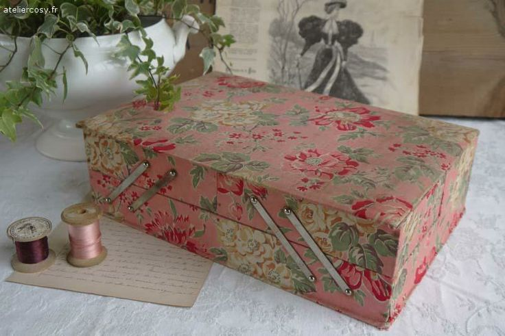 Mercerie ancienne boite couture brocante de charme for Travailleuse boite couture ancienne