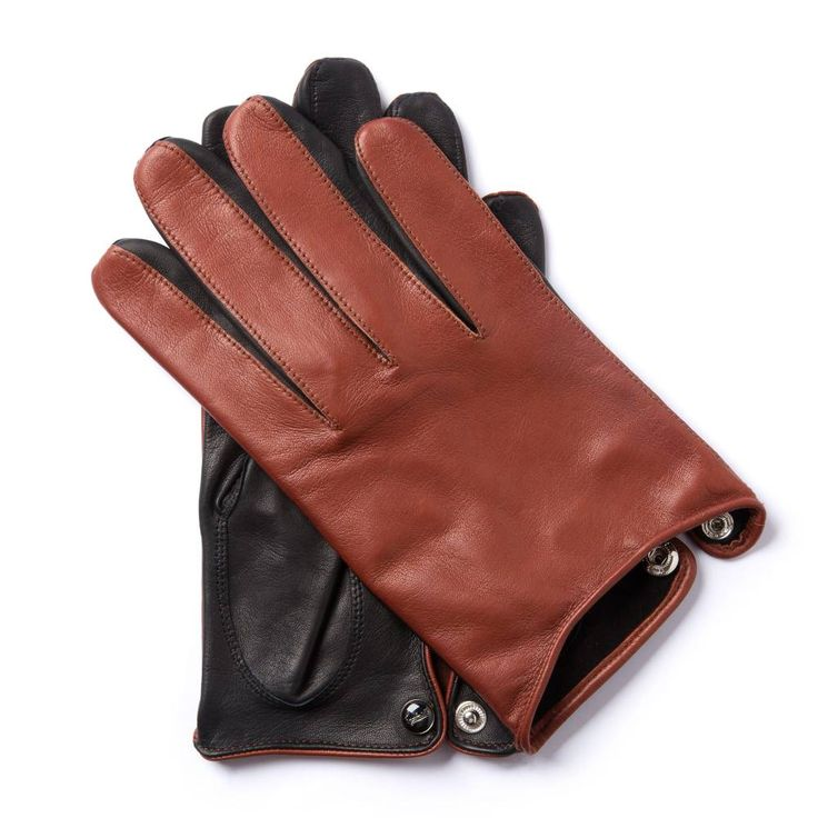 V.R.72 MOTORETTA COLLECTION Inspired by the famous Vespa Rally 180, these two-colour kidskin gloves are based on the original shape. The traditional vent has been retained, but a different stitching technique is used on the fingers. The glove is unlined. The glove size is marked in the traditional manner: a little brush with dye is passed over a stencil.