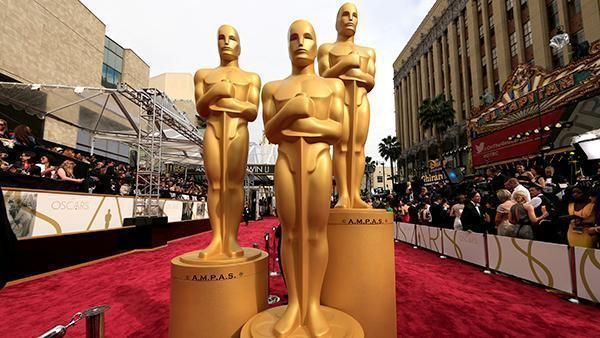 The Academy Awards are airing live this Feb. 28 on ABC starting 8:30pm ET/5:30pm PT, and Yahoo Movies will be your home base for covering every glitzy angle of the star-studded ceremony. As a special treat for fans, we'll be hosting ABC's pre-show livestream from the red carpet starting at 7pm ET/4pm