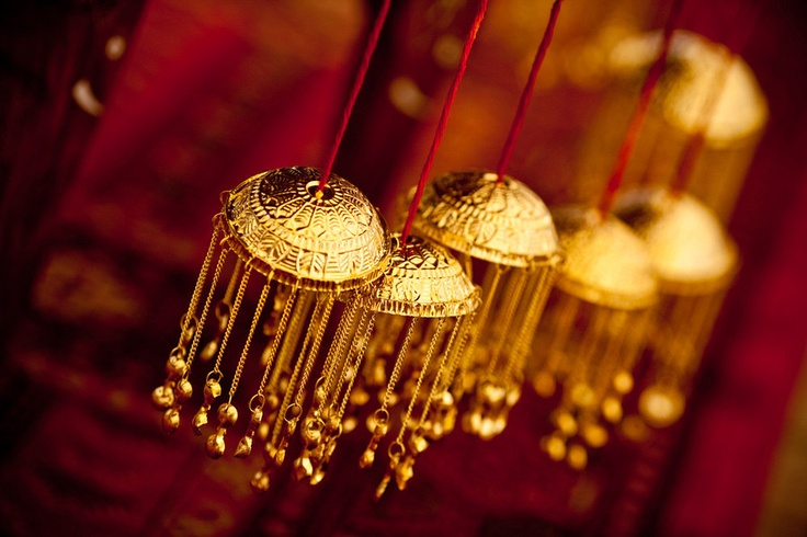 Kaleeras used for decor! I tried this at my own wedding Mandap decor and it looked fab!