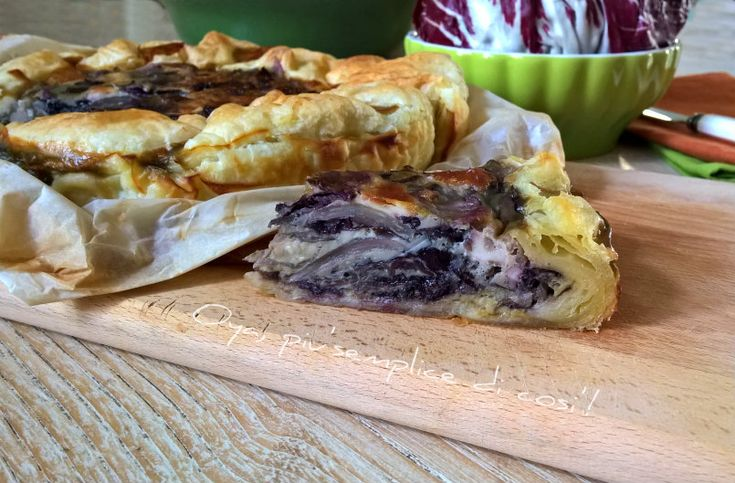Torta salata con radicchio e mozzarella, ricetta saporita. http://blog.giallozafferano.it/oya/torta-salata-con-radicchio-e-mozzarella-ricetta/