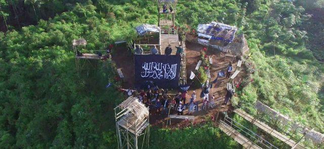 Rayah Raksasa berkibar di Bukit Tranggulasih