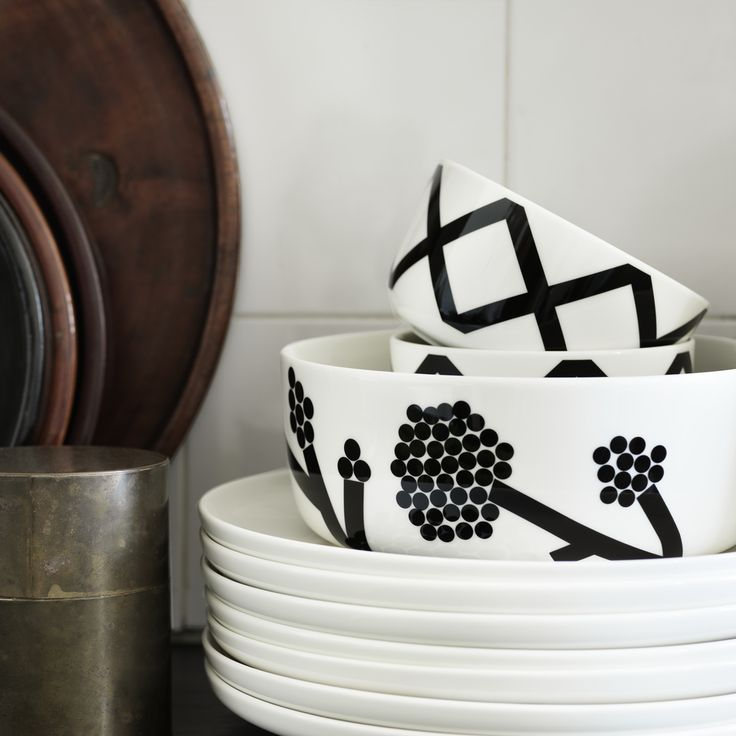 Marimekko Oiva Spaljé, Basket, & Hortensie Dinnerware