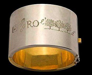Line Vautrin - bracelet rébus 'la parole est d'argent et le silence est d'or' (LA-PAS-RO-L'HAIE-d'(argent)-M'HAIE-le-SI-LANCE-HAIE-d'(or)