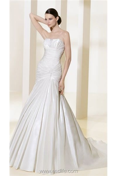 Great Mermaid Silhouette Along With Strapless Neckline Shirring with Pins Wedding Dress