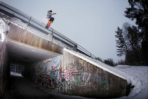 Our team member Jonne Heinonen sending a proper Fs Blunt pretzel in the street of Helsinki.Ph. Vessi Hämäläinen  #snowboard #snowboarding #funky #funkysnowboards #helsinki #spray