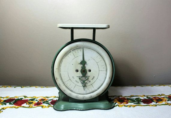 Up for grabs is this antique jadeite and cream colored kitchen scale. Made by Pelouze probably around the 30s. This scale still works, it has 270